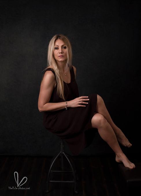 Photo de femme avec les cheveux blonds en studio à Molsheim