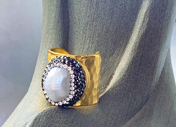 Aphrodite Baroque Pearl Statement Ring