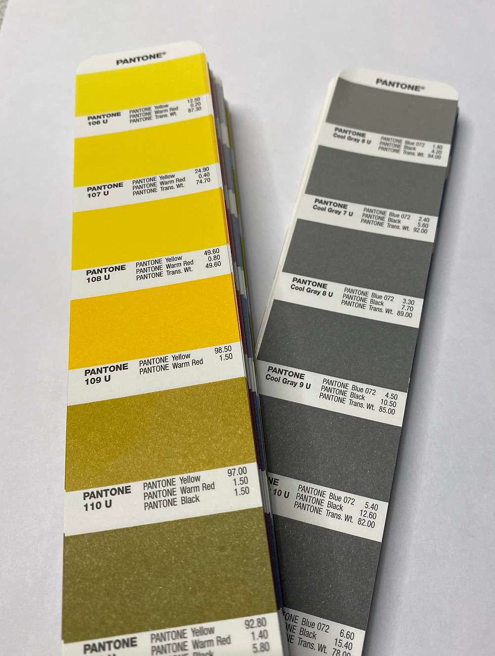 Pantone colors of the year 2021: Illuminating yellow and Ultimate Gray.