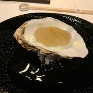 ジュレの下には牡蠣が