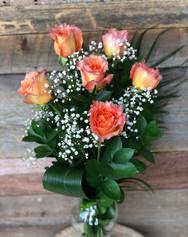 6 roses pêche dans un vase 50$.jpg