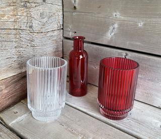 Petite bouteille en verre rouge et petits vases 5$ et 6$