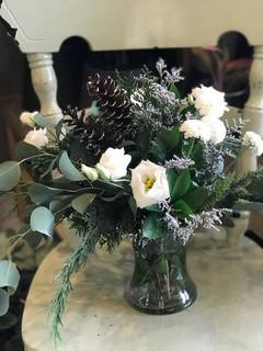Bouquet des fêtes givré 60$ (vase inclus)