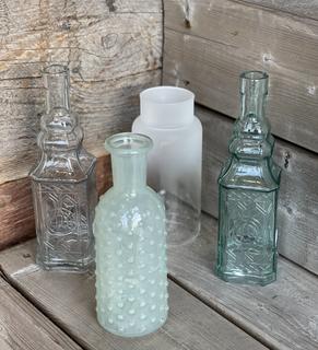 Bouteilles en verre clair et turquoise prix variés