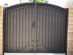 Full privacy double gate finished off in