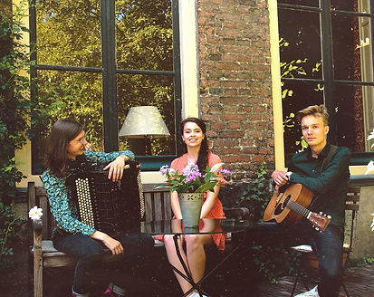 amy acoustic.jpeg