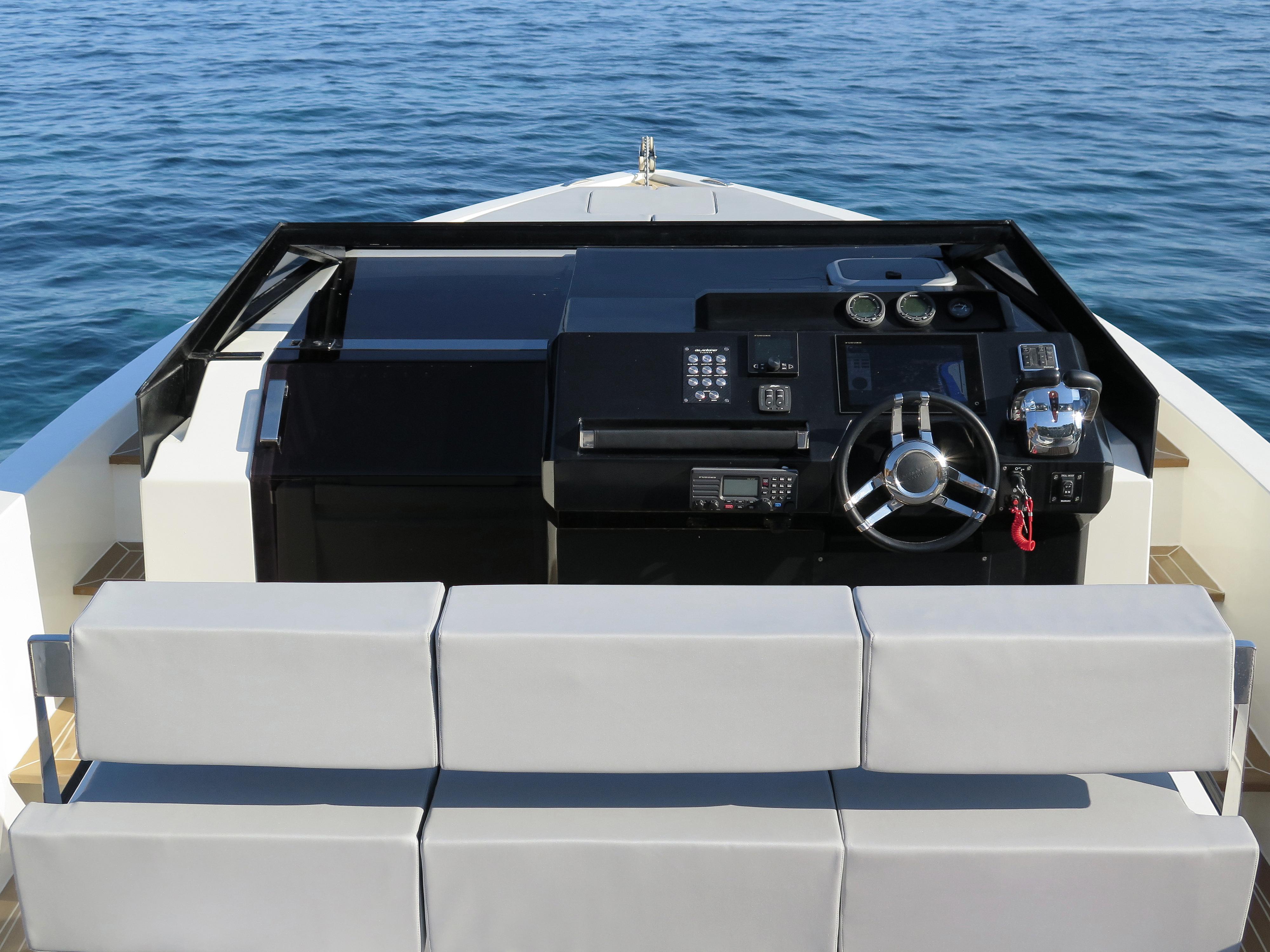 De Antonio Yachts_D33 Cruiser_07