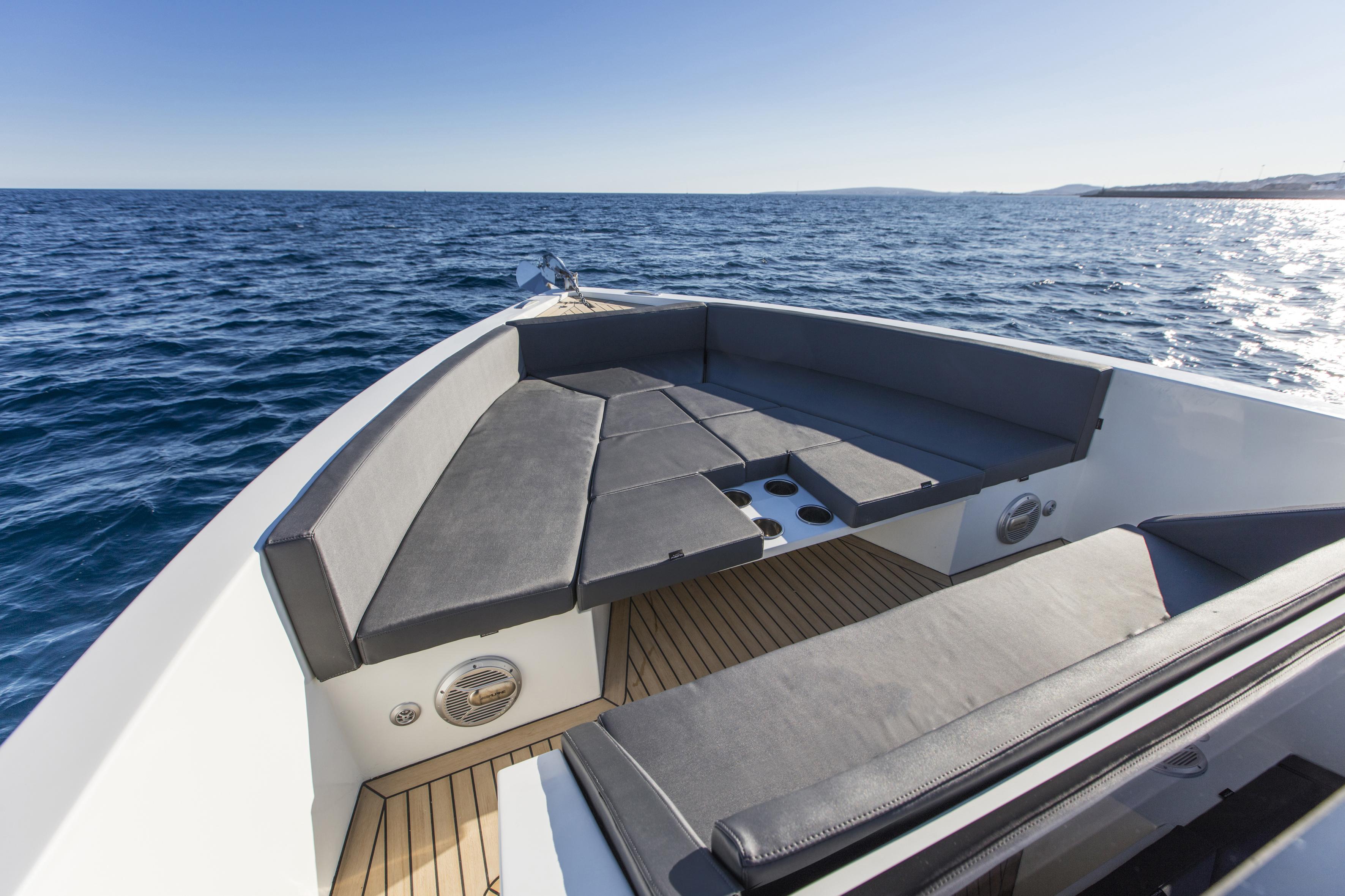 De Antonio Yachts_D33 Open_09
