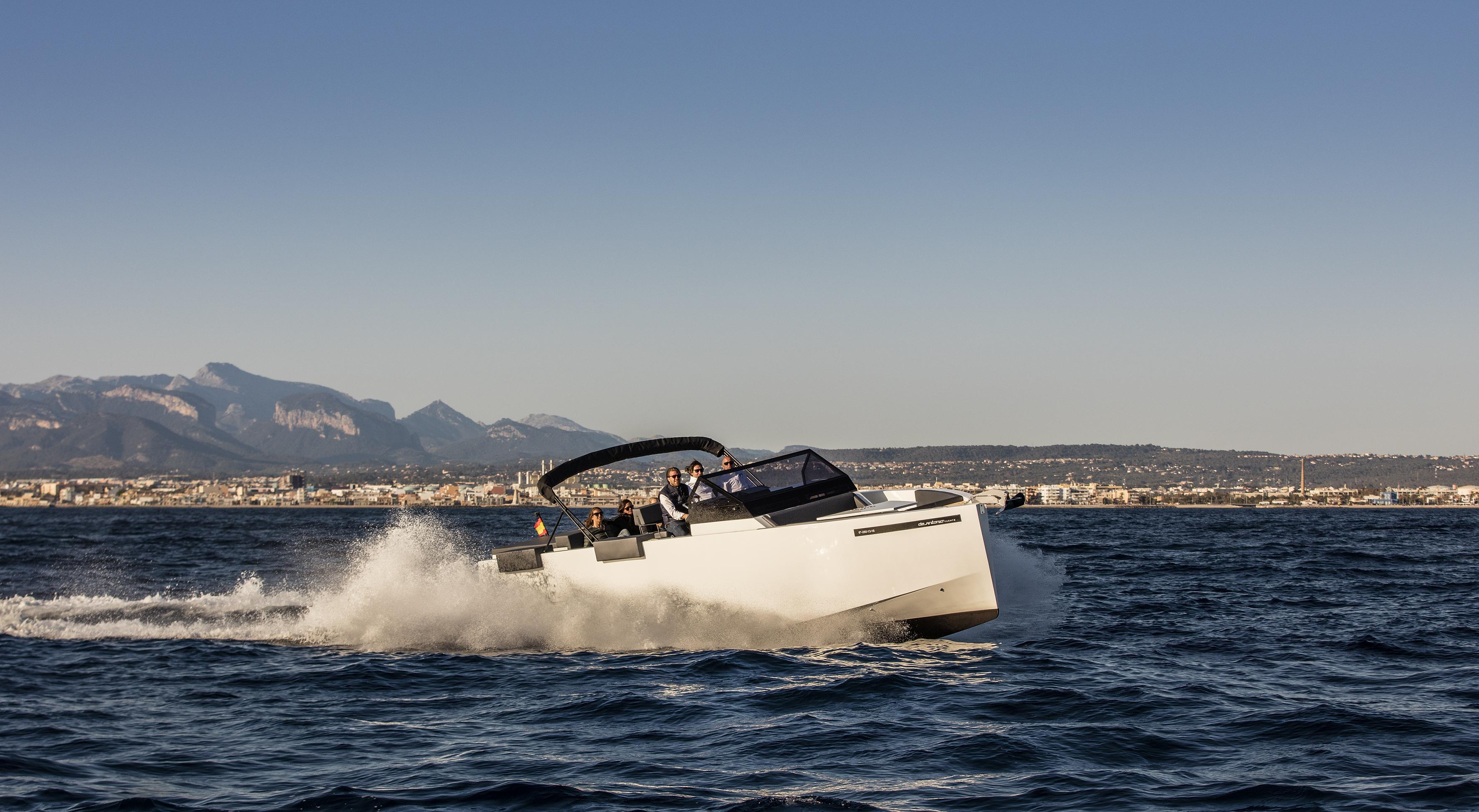 De Antonio Yachts_D33 Open_06