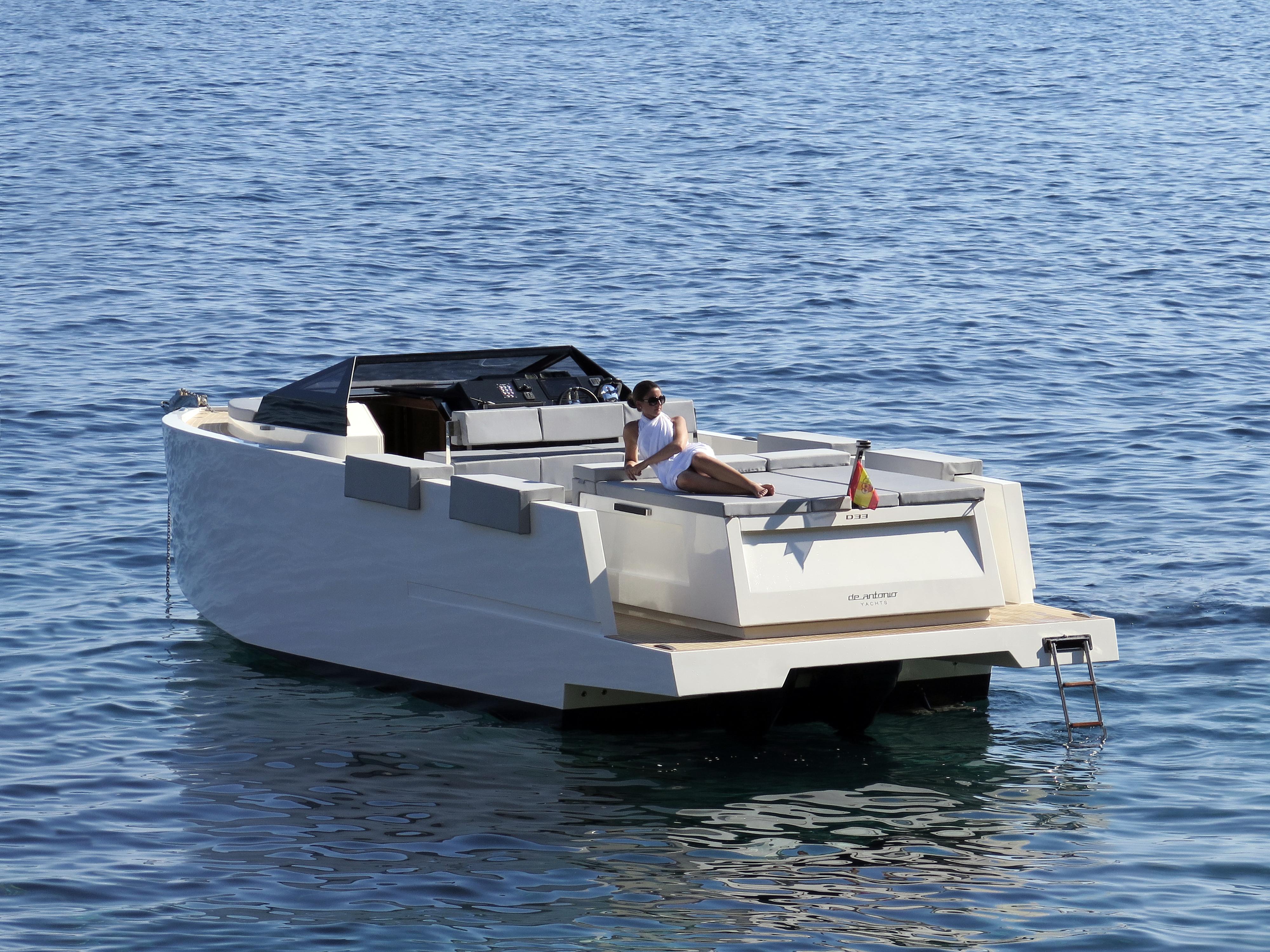 De Antonio Yachts_D33 Cruiser_03