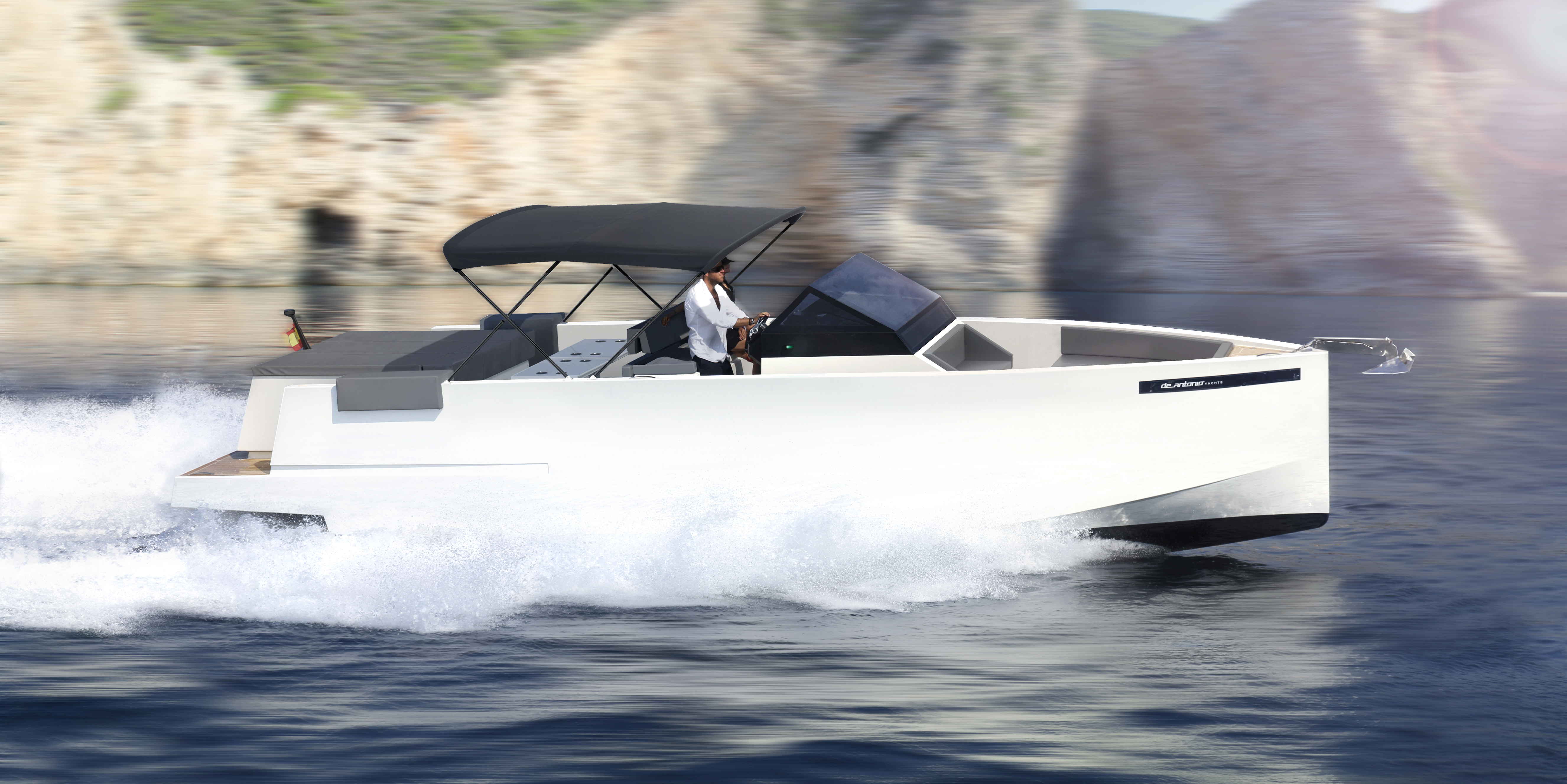De Antonio Yachts_D33 Open_17