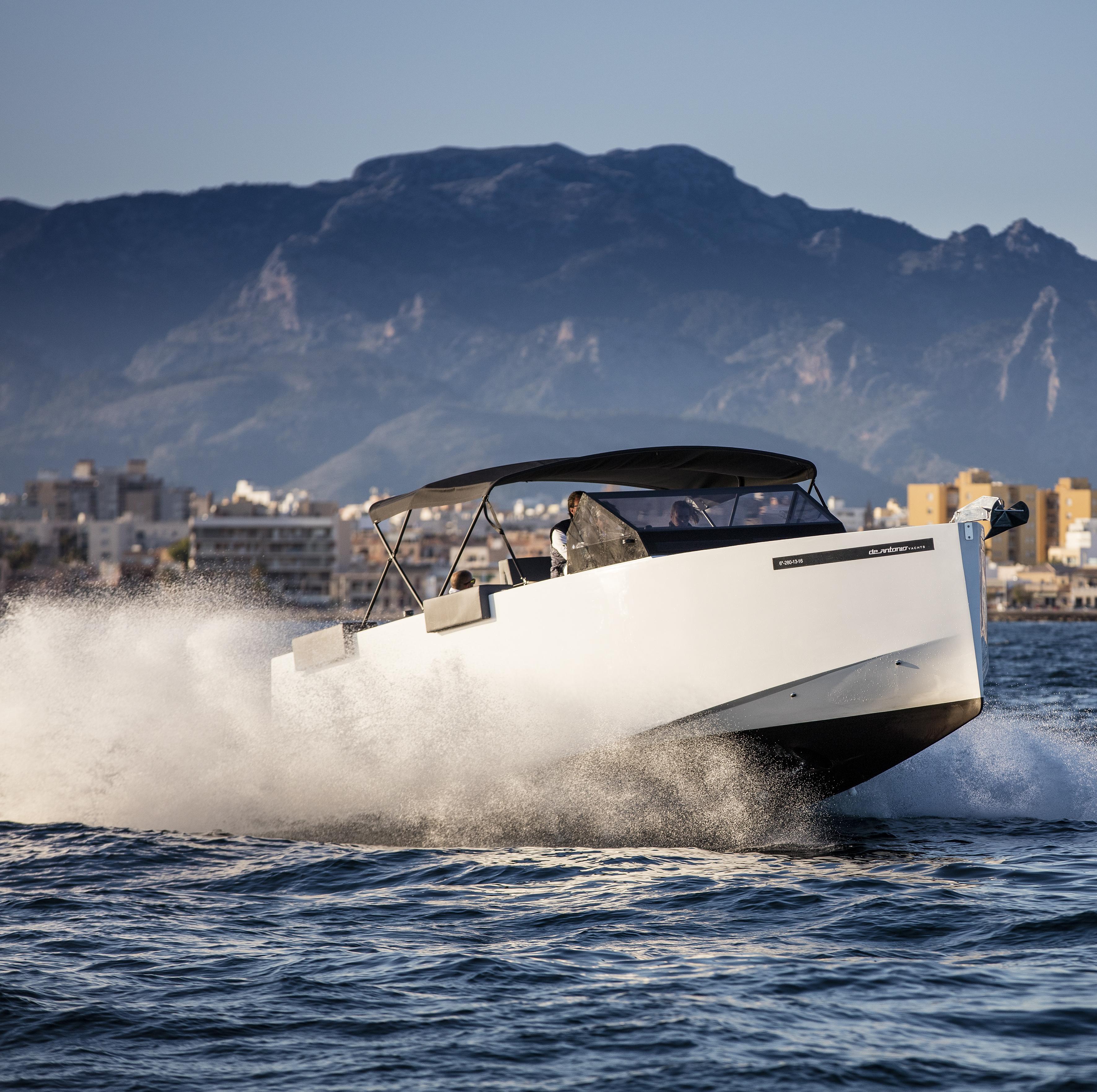 De Antonio Yachts_D33 Open_05