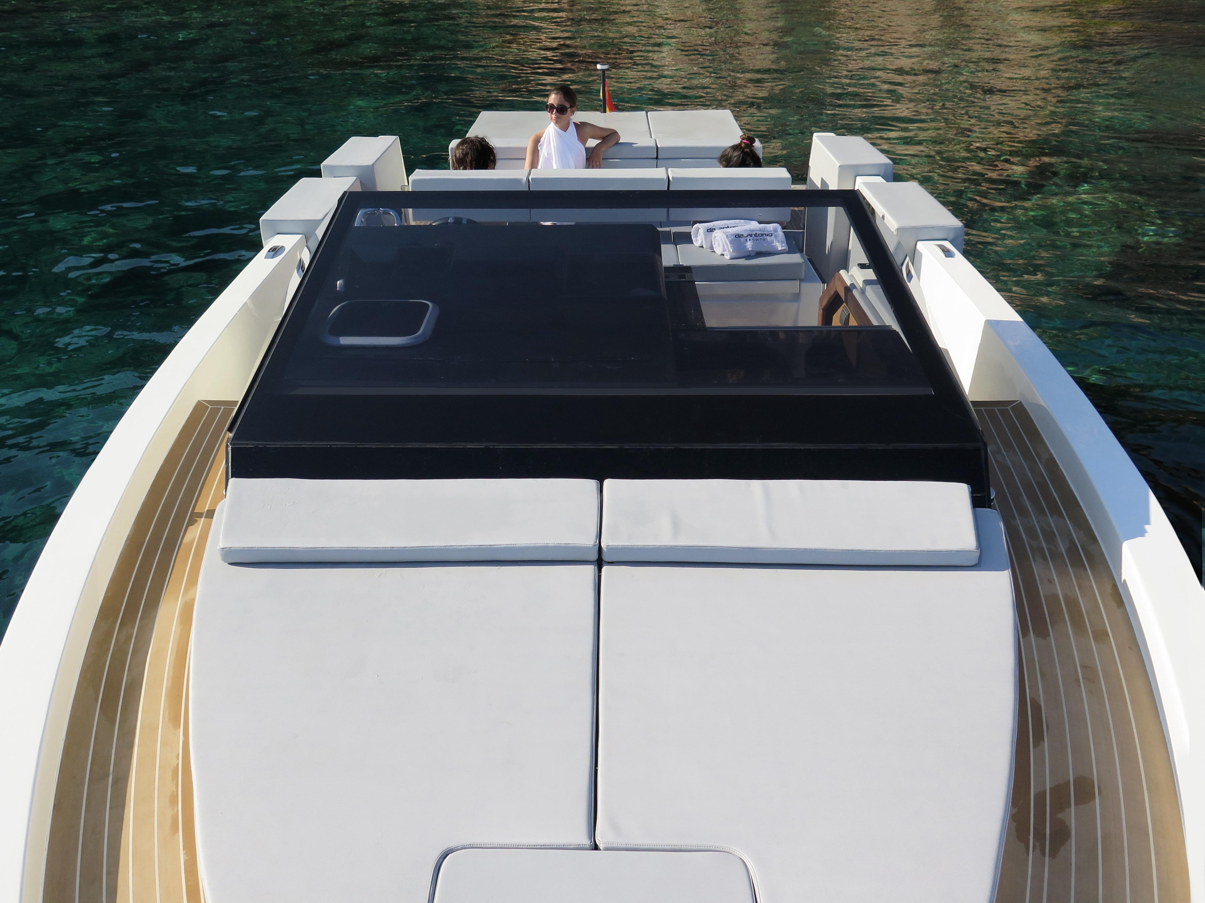 De Antonio Yachts_D33 Cruiser_08