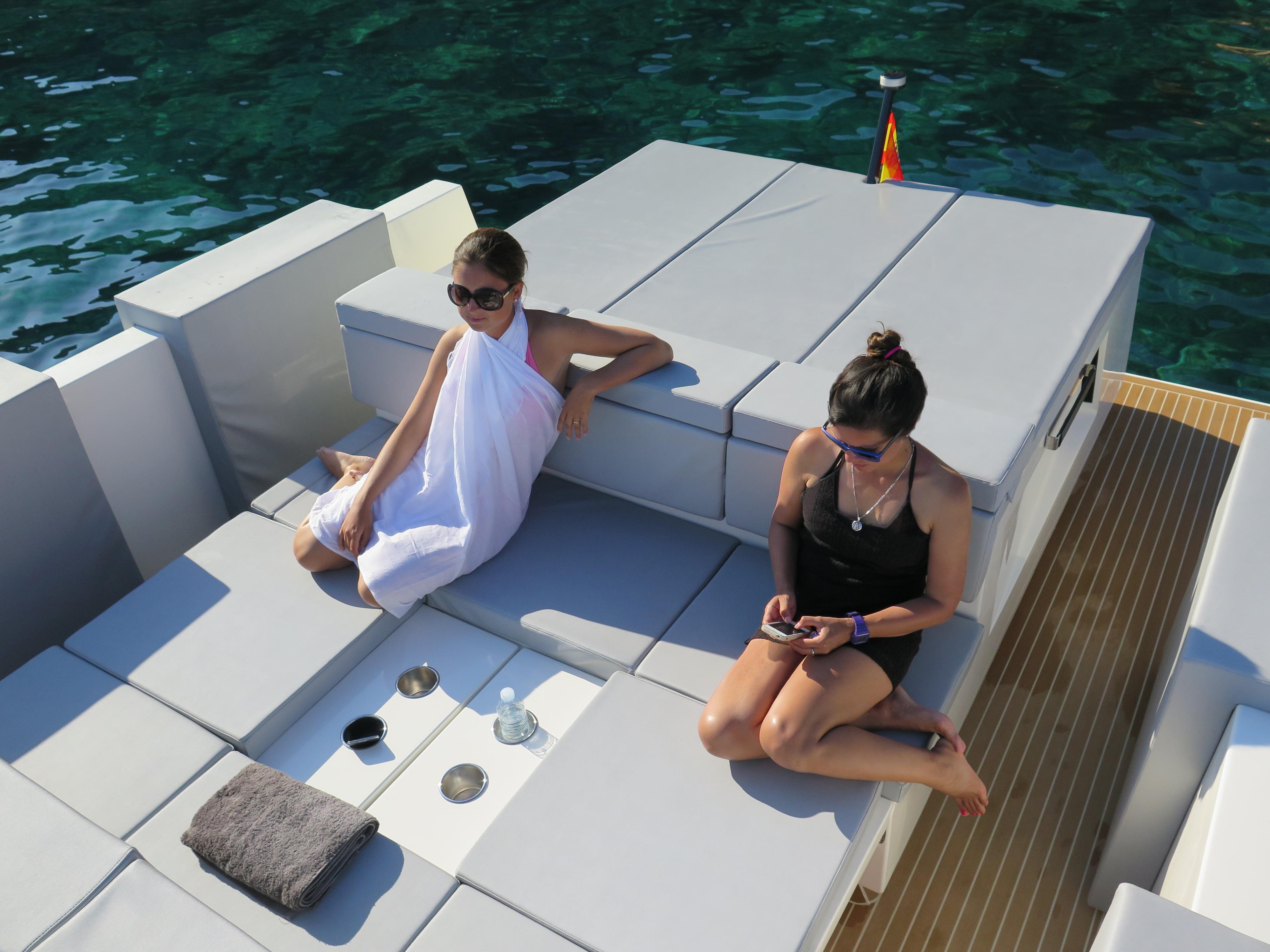 De Antonio Yachts_D33 Cruiser_09
