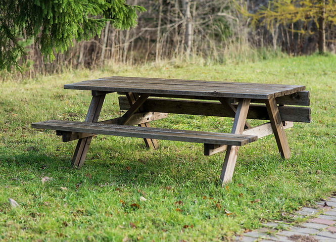 EKJU old fading picnic table