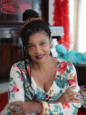 Elisa Lucinda lança seu segundo romance