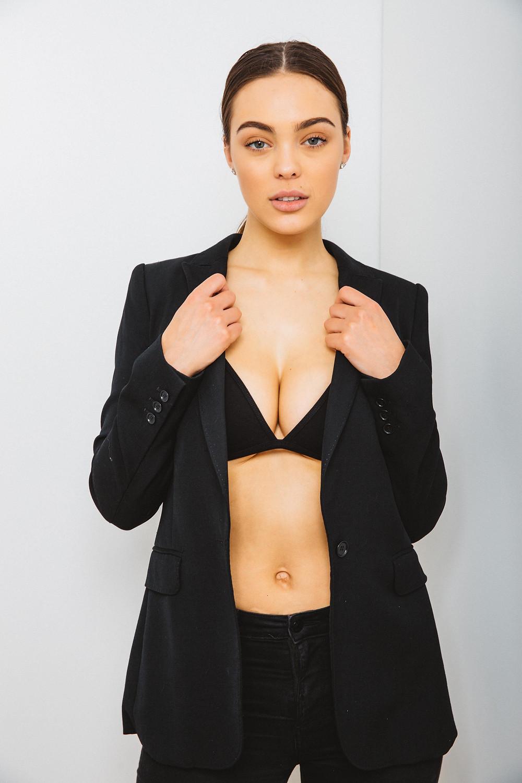 SEXY BLACK BRA KIM KARDASHIAN STYLE