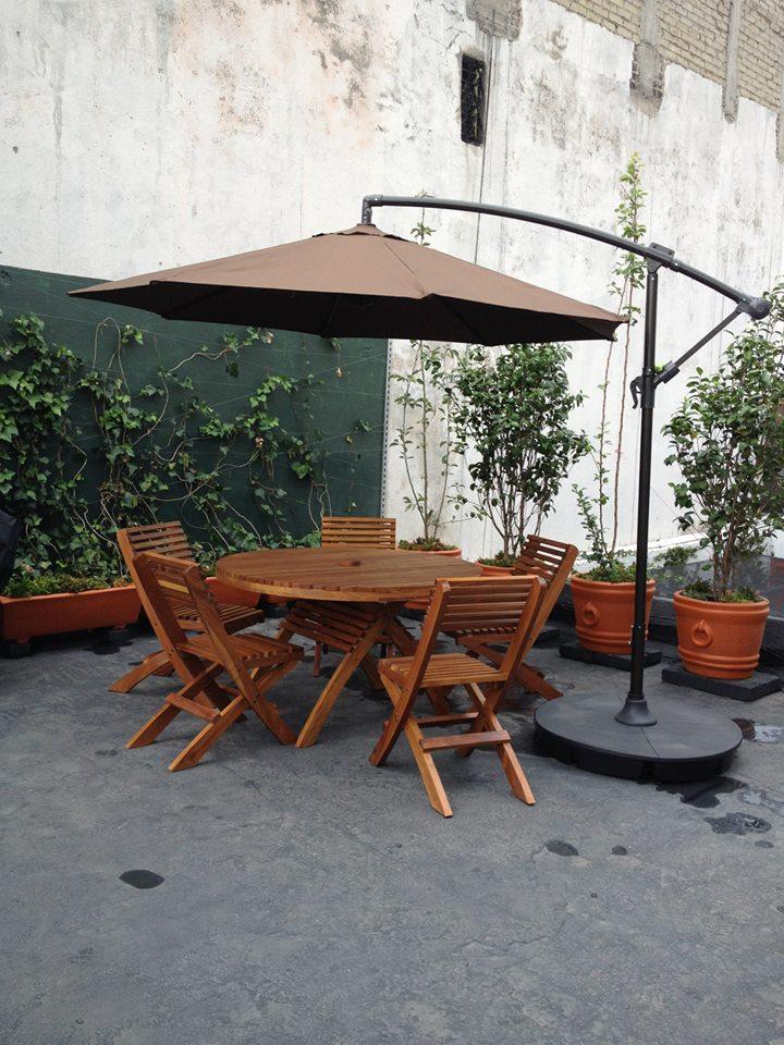Mesa y Sillas de patio - Madera masisa