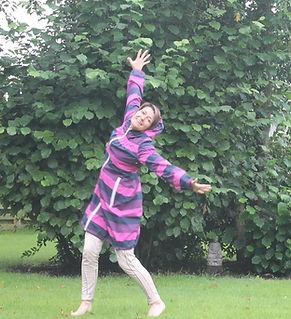 Lone Dalager dansende i regnen - og livet;-)