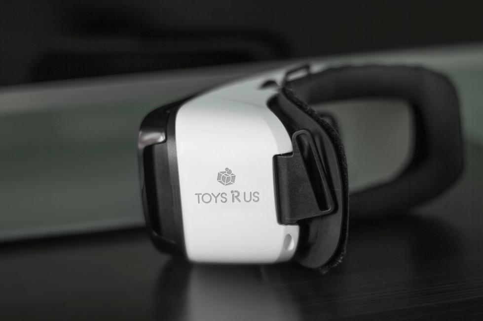 Oculus Mockup - 2.jpg