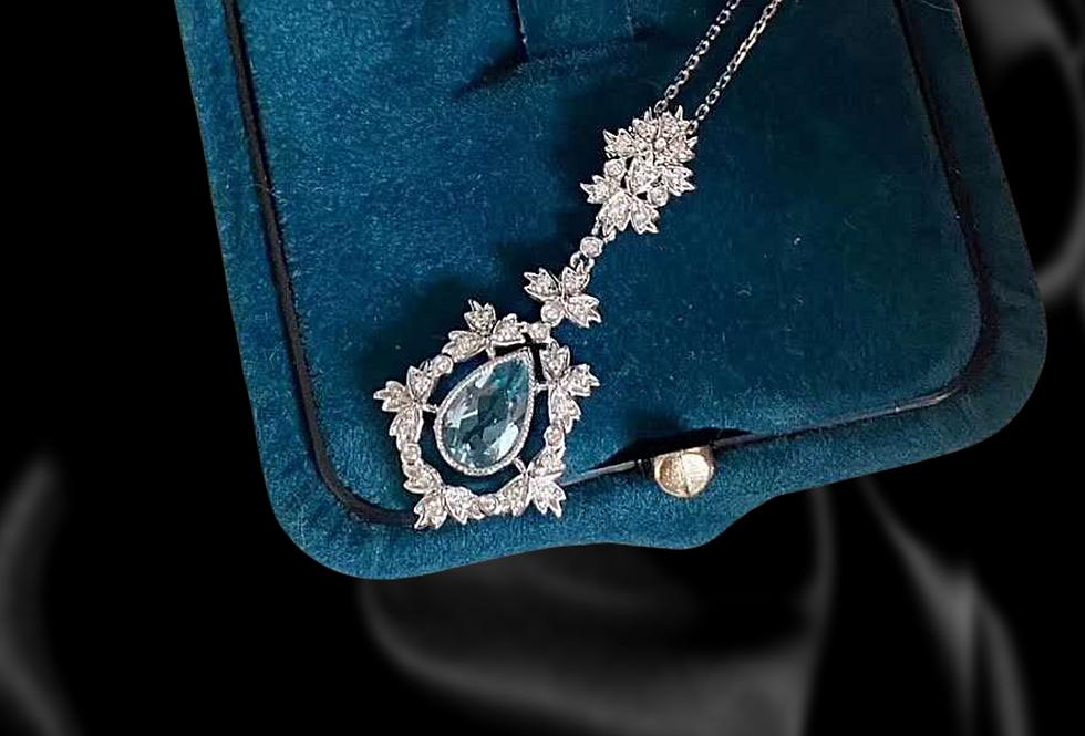 Vintage Diamond and Aquamarine 18kt white gold necklace
