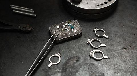 Craft%20jewelery%20making%20with%20profe