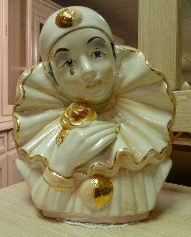 Pierrot bust statue