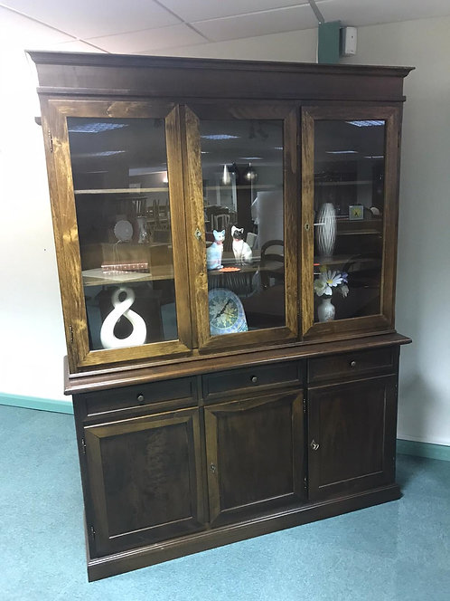 Traditional plain 3 door wall unit