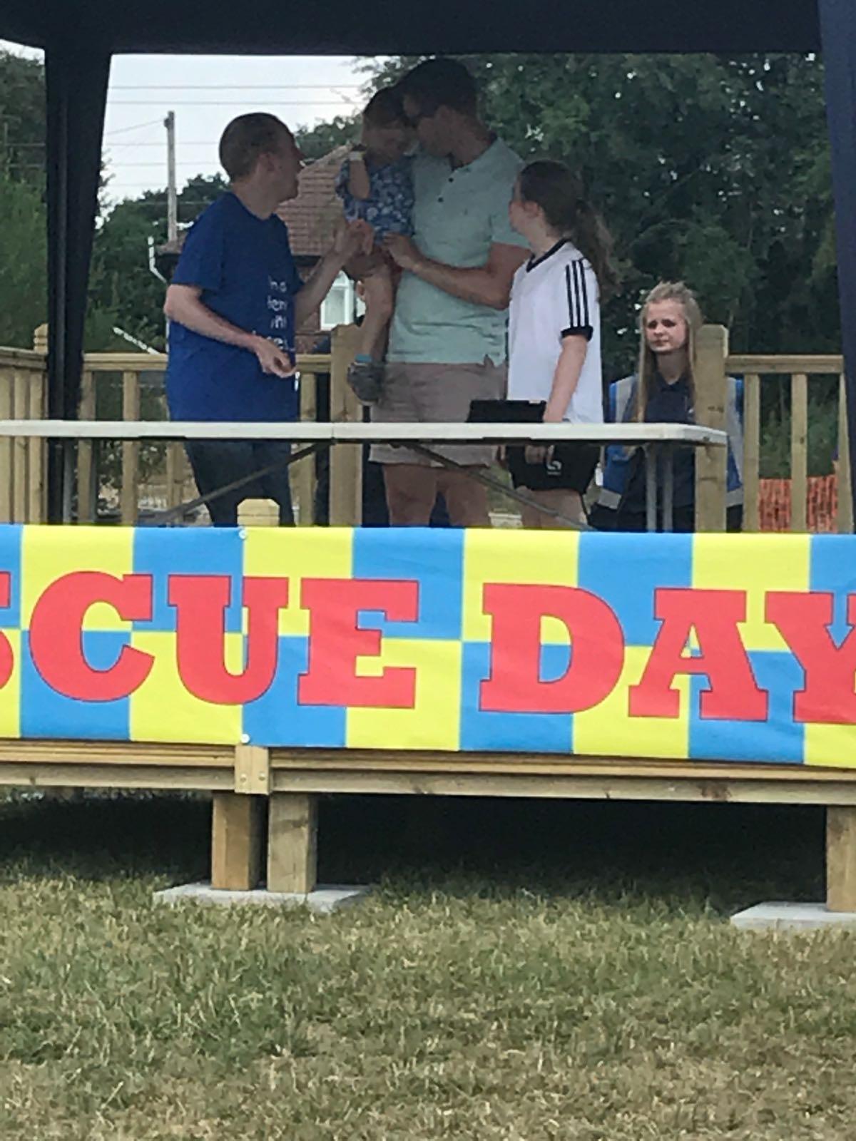 Rescue Day 2018 - Emma meeting LostVoiceGuy
