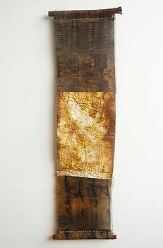 Kakejiku do Mangue - Obra de arte têxtil de Fernanda Mascarenhas feita com tingimento natural