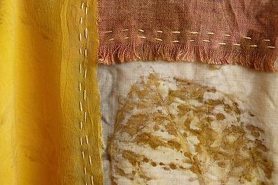 Hagoromo - Obra de arte têxtil de Fernanda Mascarenhas feita com tingimento natural