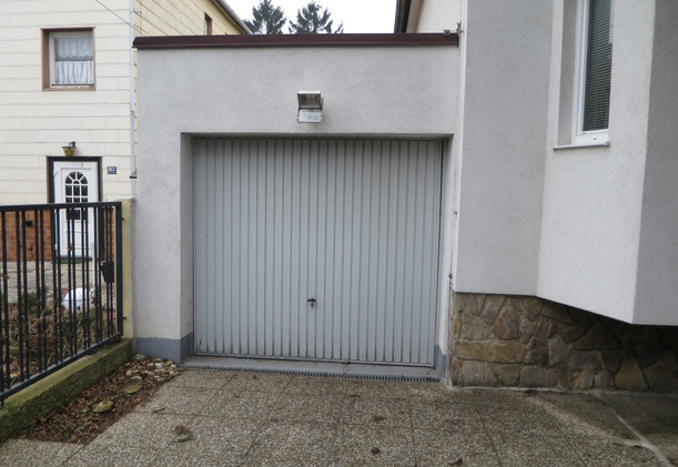 Schwarzlackenau Garagenbereich
