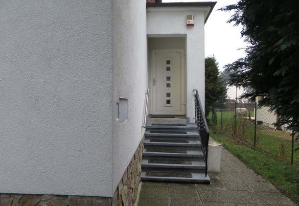 Schwarzlackenau Eingangstüre außen