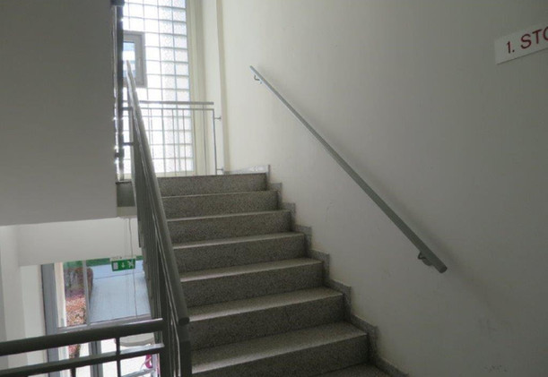 Lorystrasse-Stiegenhaus (WEB).jpg