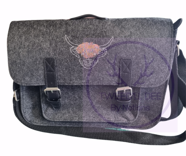 Coo Design. Felted fabric satchel