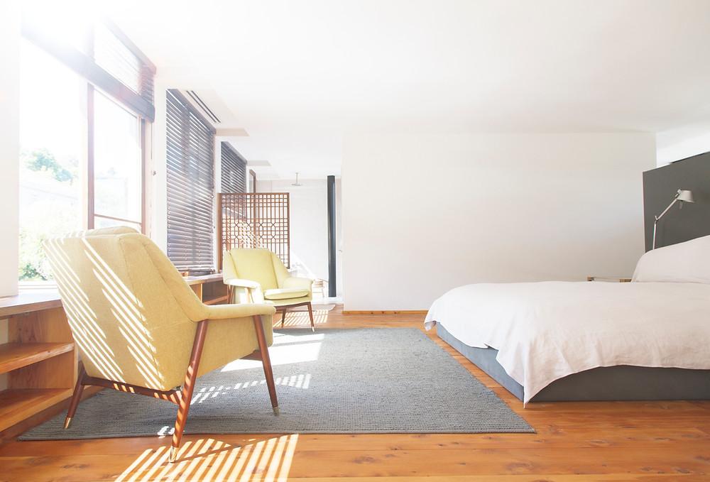 How to declutter the bedroom