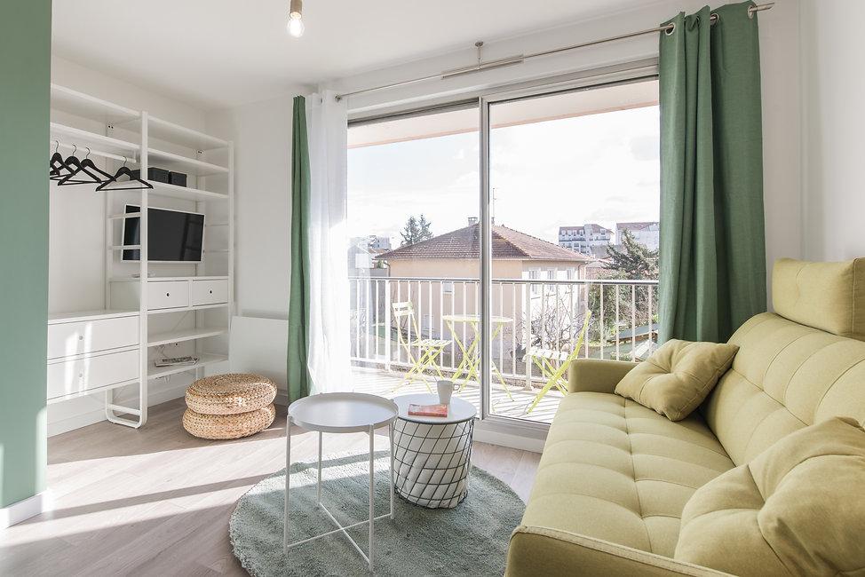 La rénovation de cet appartement nous a permis de créer une vraie cuisine, une vraie salle de bain et une pièce de vie agréable pour ce charmant studio ! Ondine Rebillard Architecte d'intérieur et décoratrice à Lyon