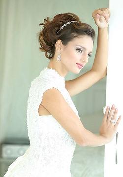 Highly seasond bridal hair stylist, Specialized in Bridal Hair services, Great Bridal Hairstylist, Top wedding hairstylist  The Best Hairstylist,