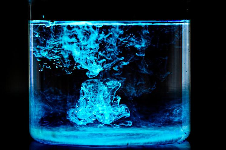24_24 leuchtendes Wasser_adamnaparty.jpg