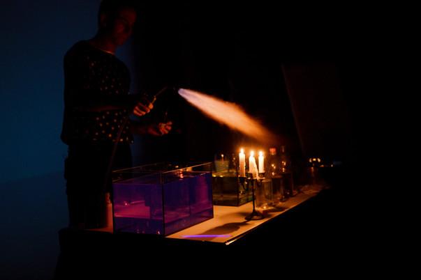 14_15 fire show pocket lighter 1 H2 + Pt
