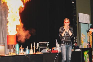 08_8 Fantastic Chem Show dust explosion