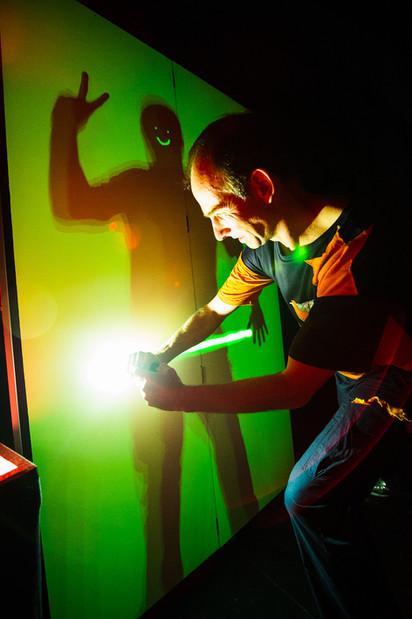 21_21 Leuchtwand Andy Taschenlampe_adamn