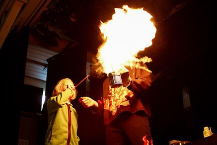 20_24 Fire Show fire-breathing child_ada