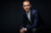 Business-wien-fotograf-sitzen-portrait.png