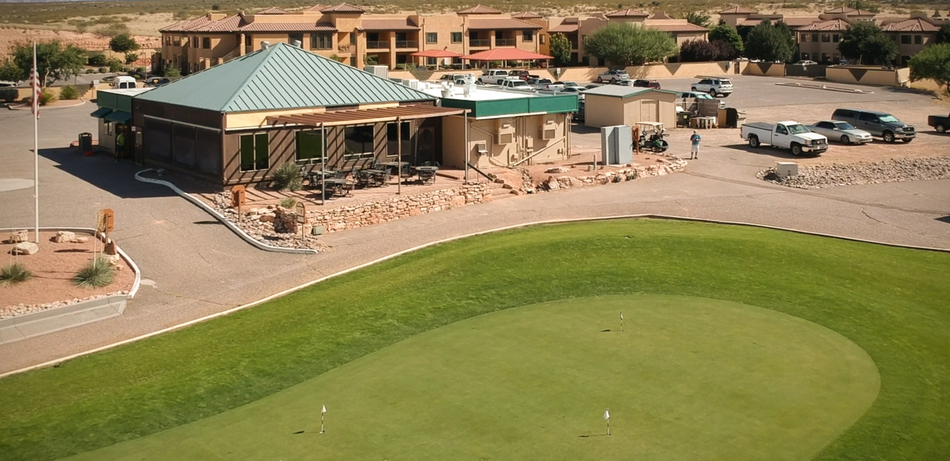Putting GREEN AND CLUBHOUSE.jpg