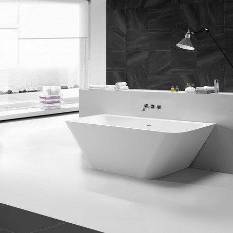Solid Surface mat wit semi-vrijstaand bad 179 x84.5 x 57.5 cm.