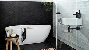 Trendy zwarte hexagon tegels in jouw badkamer!
