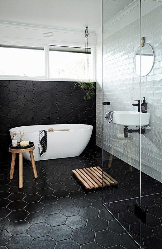 Trendy Zwarte Hexagon Tegels In Jouw Badkamer
