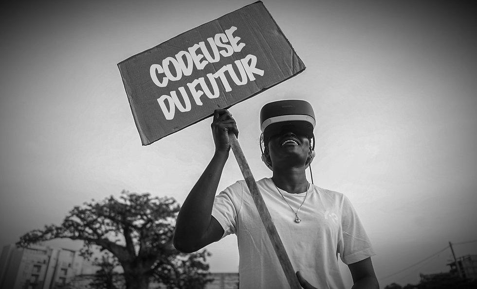 Fatou-Ndaw---Pancarte-Codeuse-Du-Futur_e