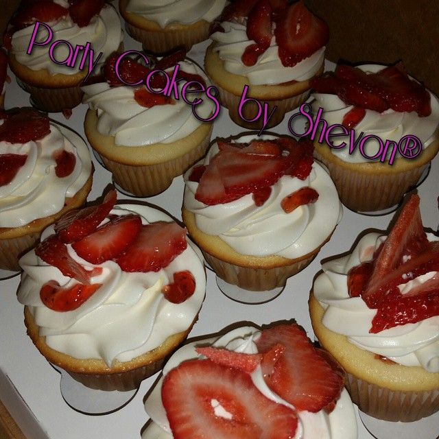 Instagram - Strawberry shortcake cupcakes #partycakesbyshevon #customcakes #desi